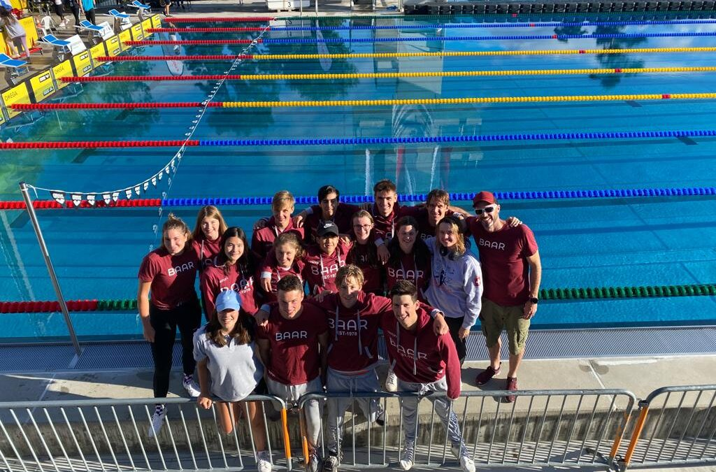Erfolgreiche Schweizer Meisterschaften für den Schwimmverein Baar – Lucy Clifford und Sam Picard gewinnen Medaillen
